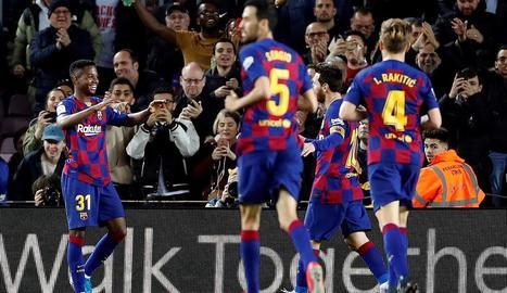 Ansu Fati celebra un dels dos gols que va marcar ahir després de connectar a la perfecció amb Leo Messi, que ahir va destacar com a assistent malgrat gaudir de diverses ocasions per marcar.