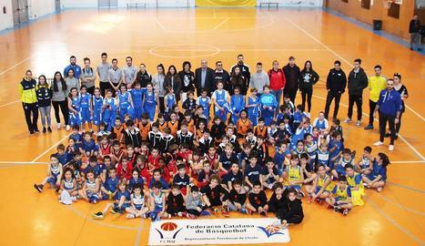 Mirotic supera diversos jugadors de l'Iberostar Tenerife.