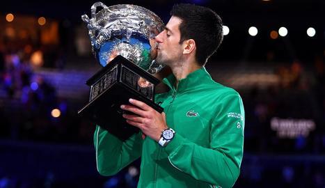 Novak Djokovic, ahir després de conquerir a Austràlia el dissetè Grand Slam.
