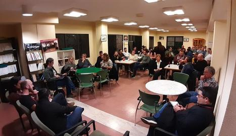 La reunió amb els penyistes ahir a l'associació veïnal.