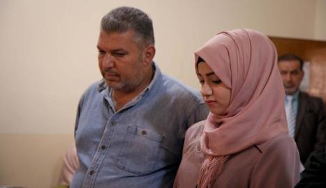 Una parella assignada per un clergue musulmà, que en aquest tipus de matrimoni actuen de proxenetes.