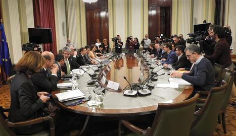 Un moment de la taula de diàleg celebrada ahir al ministeri.