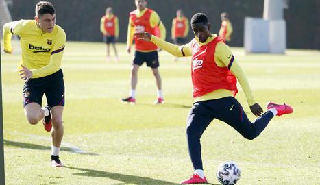 Ousmane Dembélé, durant l'entrenament d'ahir, abans de retirar-se per lesió.