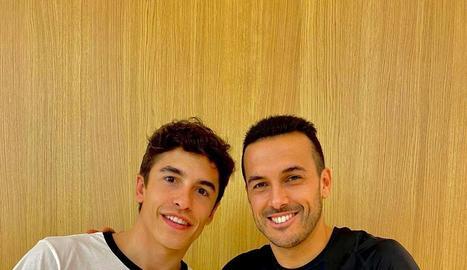 Marc va coincidir ahir amb l'exblaugrana Pedro a l'aeroport.
