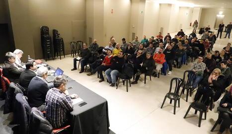 Assemblea extraordinària d'ahir de la Fecoll amb representants de les penyes.