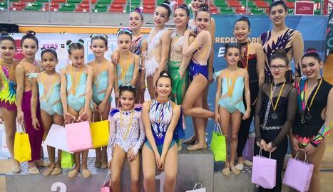 Gimnastes del CN Lleida, a Torredembarra.