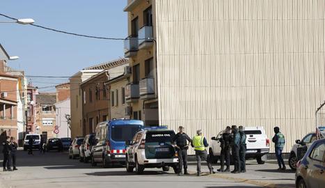 Una imatge del dispositiu policial en l'escorcoll a Rosselló.