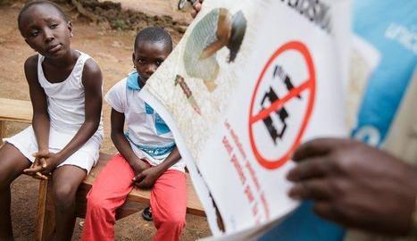 Imatge d'arxiu d'un cartell contra l'ablació a la Costa d'Ivori.