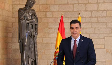 El president espanyol, Pedro Sánchez, atén la premsa des del Palau de la Generalitat després de reunir-se amb Quim Torra