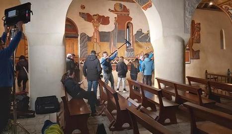 L'equip del programa grava a l'interior de l'església de Boí.