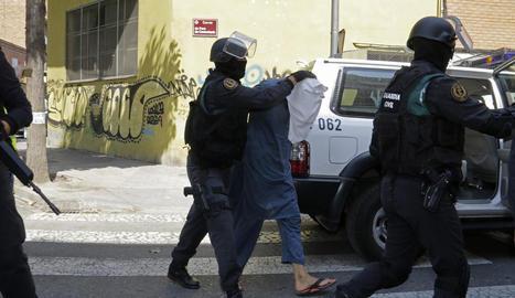 Un dels tres germans detinguts al carrer Pere de Cavassèquia el juliol del 2016.