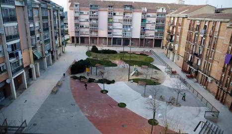 Vista de la plaça Balàfia, situada a la part antiga del barri, ahir a la tarda.