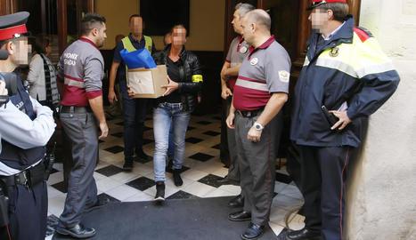 Imatge de l'escorcoll que van fer els Mossos a la Diputació l'octubre del 2018.