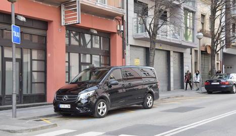 Imatge de la nova parada de taxis de la Seu d'Urgell.