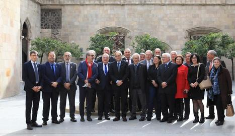 El president Torra (centre), ahir després d'una recepció a alcaldes de la Catalunya Nord.