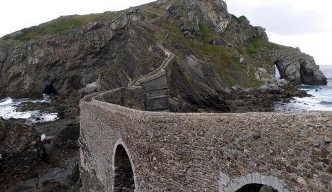 james bond. Restaurant Piz Gloria, localitzat a la muntanya Schilthorn (Suïssa) a gairebé 3.000 metres d'altitud. Al seu interior hi ha un museu interactiu dedicat a l'espia britànic perquè és on es va rodar la mítica pel·lícula del 1969: ...