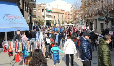 El mercat de rebaixes de Tàrrega, que es va celebrar divendres.