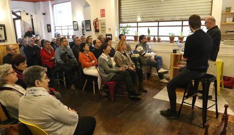L'historiador Gerard Solsona i l'escriptor Joan Pinyol, ahir a l'acte a La Baula.