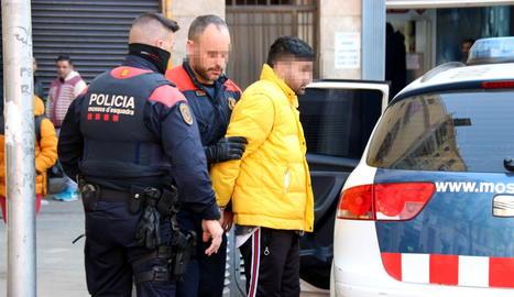 Un dels detinguts ahir en l'operació contra els narcopisos.