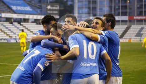 El Lleida goleja el Badalona (3-0) amb doblet de Xemi
