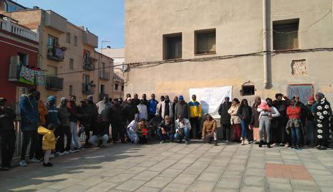 Protesta contra la retirada de la custòdia de dos fills a una família
