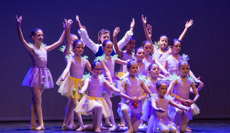 L'espectacle de Tàrrega va ser a càrrec d'unes 90 ballarines de quatre escoles de dansa.