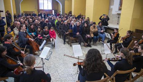 El públic va omplir de gom a gom l'església de la Transfiguració de Rocafort de Vallbona.