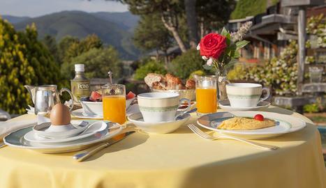 L'esmorzar és un dels moments més romàntics i relaxants dels que podem guadir a l'Hotel El Castell de Ciutat.