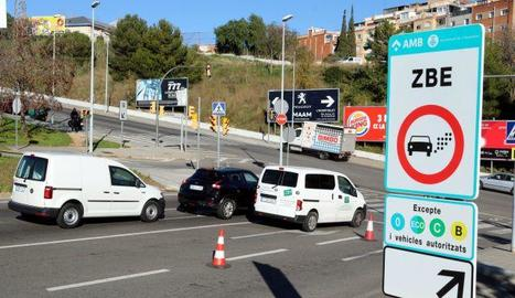 Un cartell de la zona de baixes emissions de Barcelona.