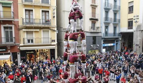 Els Castellers de Lleida, en una de les diades a la plaça Paeria.