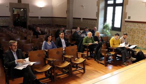 L'Aula Magna de l'Institut d'Estudis Ilerdencs va acollir ahir la junta rectora de la institució cultural.