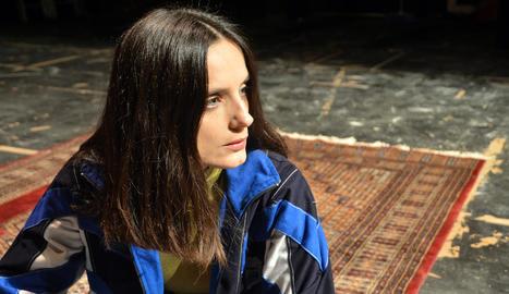 L'actriu lleidatana Núria Florensa, ahir durant un assaig del monòleg teatral 'Tonta'.