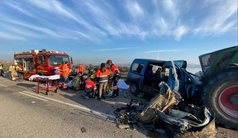 L'accident ha tingut lloc a les 08:20 hores a l'altura del quilòmetre 3,5 de l'A-230, a uns tres quilòmetres de Casp.
