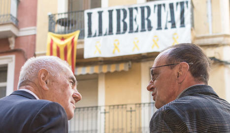 Ernest Maragall, ahir amb Miquel Pueyo a la plaça Paeria.