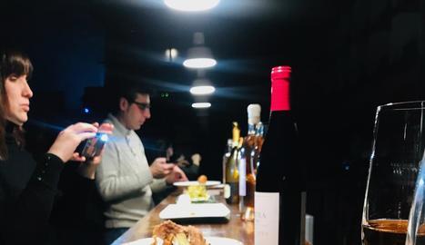 Sopar a les fosques