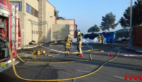 Deu dotacions de bombers van actuar a Maials.