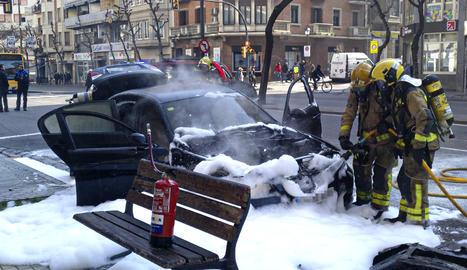 S'incendia un vehicle al centre de Lleida