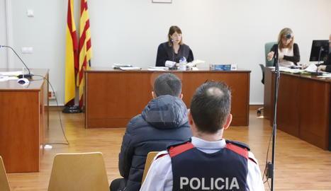 L'acusat d'intentar llançar per la finestra l'exparella a Lleida, al judici