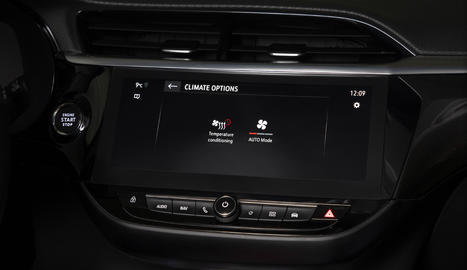 La nova app myOpel permet climatitzar l'interior de l'Opel Corsa-e abans d'accedir al vehicle.