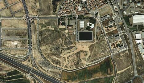 Imatge de com quedaria el terreny amb els quatre camps de futbol i la resta d'instal·lacions.