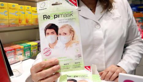 Mascaretes en una farmàcia.