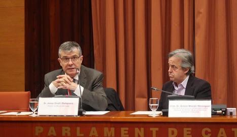 El director del Museu de Lleida, Josep Giralt (esquerra), ahir a la comissió del 155 al Parlament.