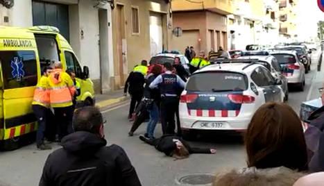 Els Mossos van posar fi a la baralla, que va acabar en ple carrer.