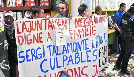 Un grup de manifestants de la PAH van entrar al Pal·las.
