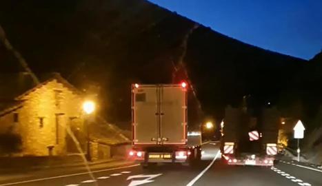 Captura del vídeo que mostra l'avançament temerari a l'N-230 a Sopeira el gener passat.