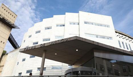 Vista de l'entrada de l'Audiència de Lleida al Canyeret.