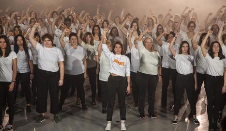Un moment de l'enregistrament ahir del videoclip de 'Mujeres' al Museu Trepat de Tàrrega.
