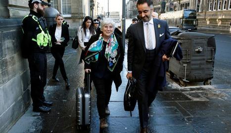 Ponsatí i el seu lletrat, Aamer Anwar, ahir, abans de la vista de l'euroordre en un tribunal d'Edimburg.