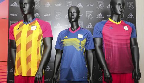 Les noves samarretes que utilitzaran aquesta temporada les seleccions catalanes de futbol.
