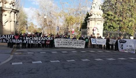 Concentració amb presència lleidatana al Parc de la Ciutadella, que acull el Parlament, contra projectes d'incineració de residus.